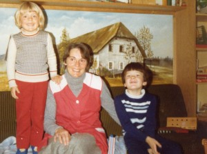 1977 mit Mama und Edith