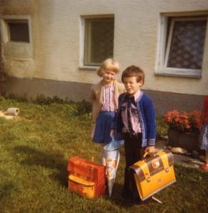 1979 erster Schultag mit Nachbarskind