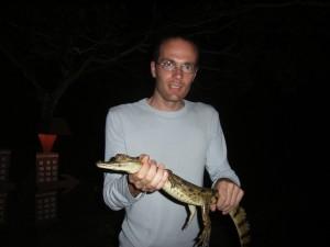 2005 Bernhard mit einem Kaiman (Brasilien Urlaub mit Paul)
